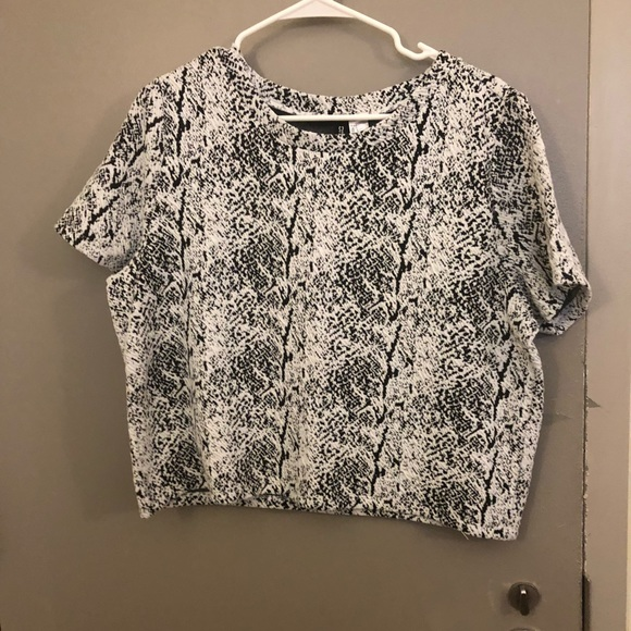 Never worn black and white textured top,
